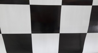 Piso Vinílico Xadrez Preto e Branco 2,00 Largura por 0,7mm Espessura